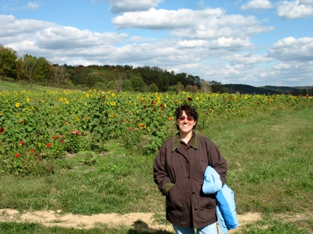 Jen in front of the huge field of sunflowers and zinnias.